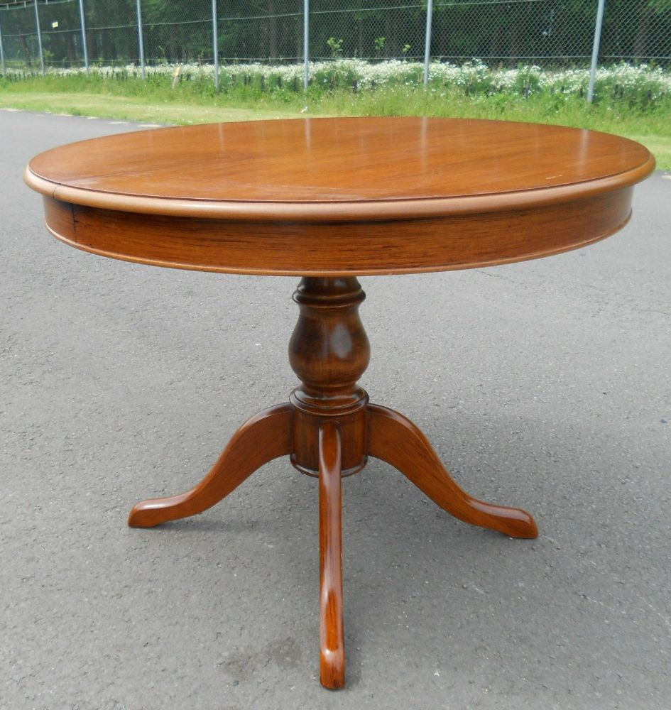 SOLD Victorian Style Round Mahogany Pedestal Dining  : sold victorian style round mahogany pedestal dining table to seat six 4412 pekm945x1000ekm from www.harrisonantiquefurniture.co.uk size 945 x 1000 jpeg 152kB